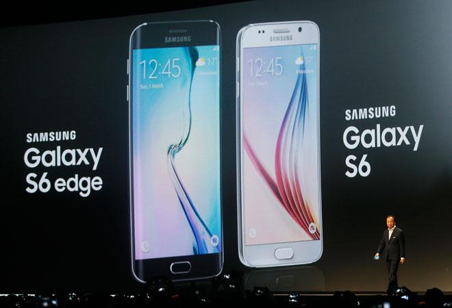 Samsung unveils sleek new Galaxy phones to battle Apple