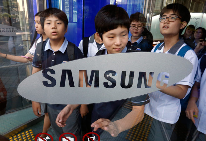 After dismal 2014, Samsung Electronics charts recovery with new Galaxy phones
