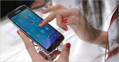 India smartphone growth slips, Samsung at top: IDC
