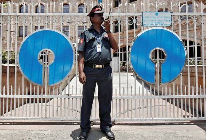 SBI collected Rs 1,771 crore from non-compliance of minimum balance account norm, says report