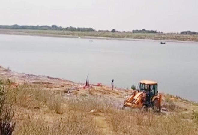 45 dead bodies seen floating in Ganga river in UP's Ballia, Ghazipur