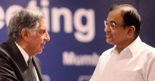 Finance Minister P Chidambaram presents CII President's award to the former Tata Group Chairman Ratan Tata at the CII National Council Meeting