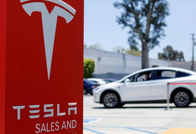 Tesla's Q4 profit misses the mark; delivers vague 2021 delivery outlook