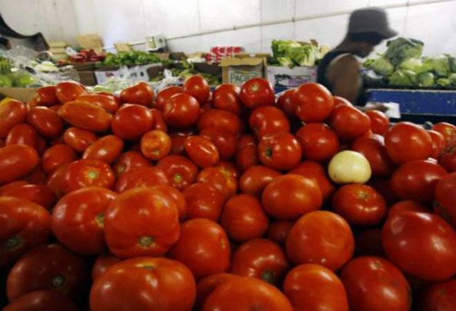 Tomatoes stay pricey at Rs 100 per kg on supply disruptions