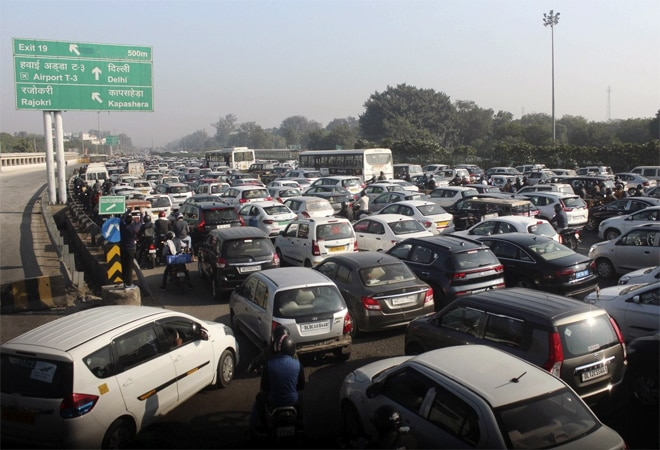 Delhi traffic update: Roads and routes to avoid today amid farmers' protest