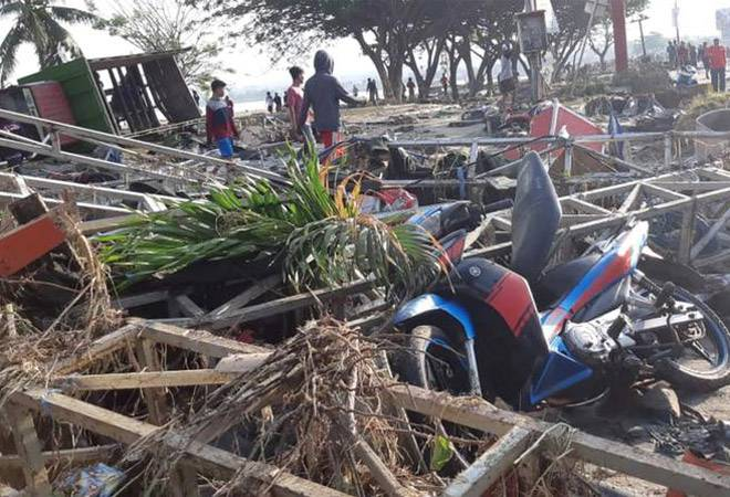 Hundreds killed in Indonesia tsunami triggered by 7.5 quake