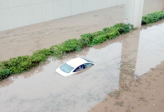 Cars drown inGurugram asDelhi-NCR receives heavy rainfall