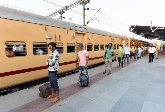 Cornavirus lockdown: Over 800 UP migrant labourers reach Lucknow in special train from Nashik