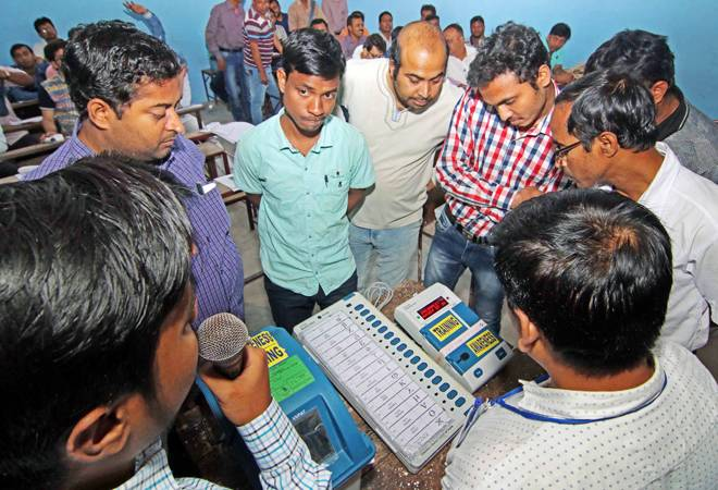 Lok Sabha election 2019: Phase 6 voting starts; watch Aaj Tak live coverage