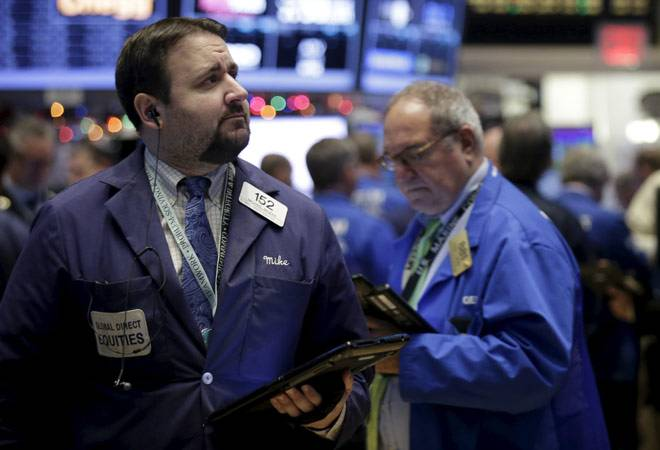 US stocks suffer feeble end to turbulent 2015