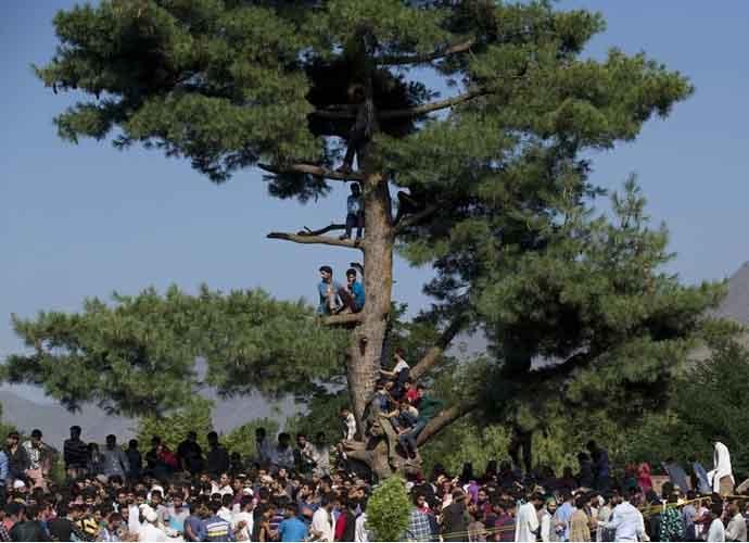 burhan-funeral-tral_071016113546.jpg