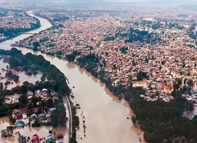 bihar-flood-embed_080316050208.jpg