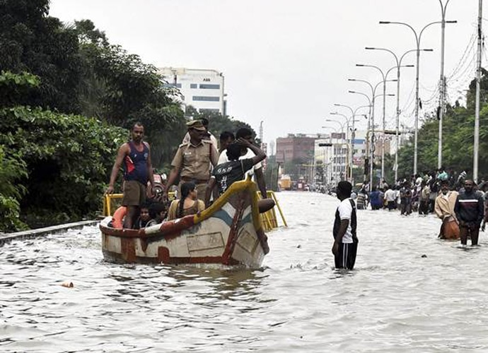 chennai-street-flood_080216094231.jpg