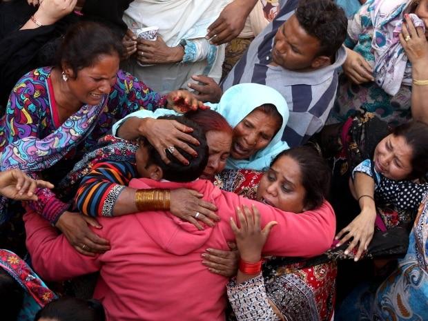 pakistan-suicide-bom_021517035503.jpg