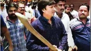 Kailash Vijayvargiya, Vijayvarigya's son bat assault, Akash assaults municipal officer, Mp bat assault