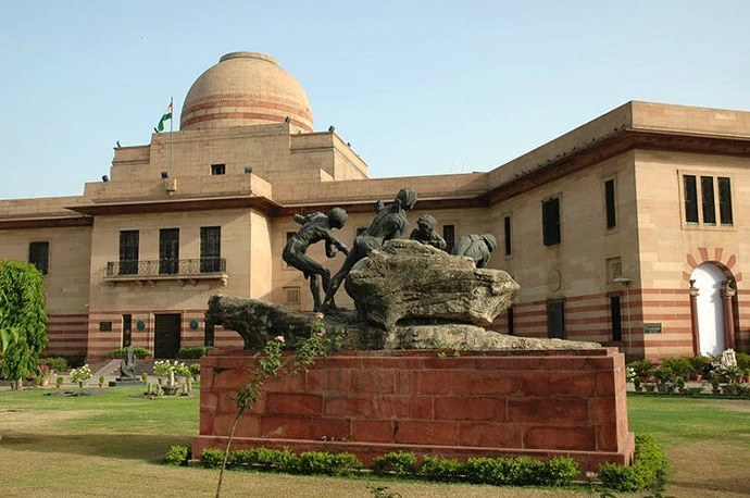 The NGMA, near India Gate, is a huge palace-turned art museum.