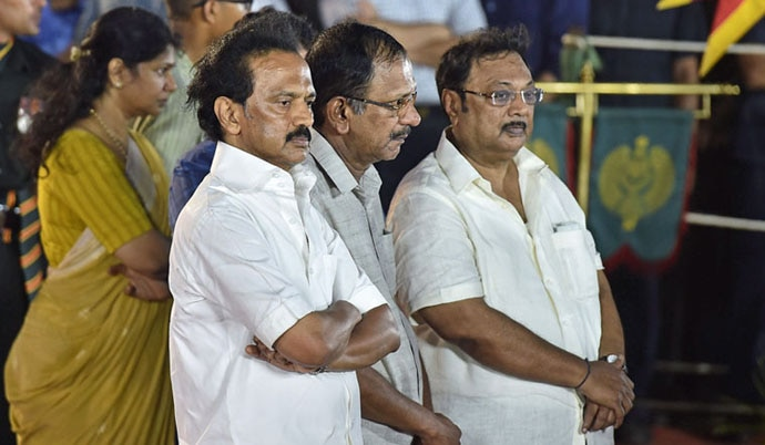 Alagiri with his brother and DMK Working President MK Stalin at their father Karunanidhi's funeral.