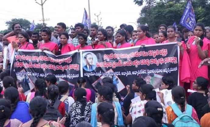 dalits-groups_101118072147.jpg