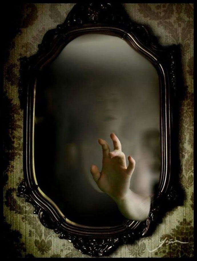 There Is A Ghost In Your Mirror Here S Why I Say So
