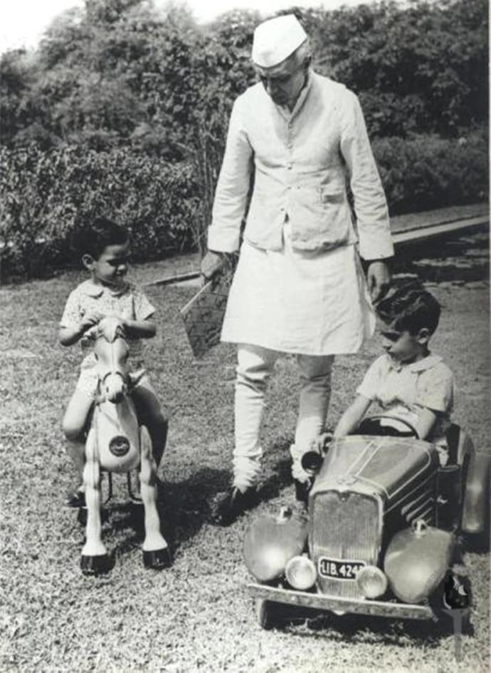 BJP spokesperson Sambit Patra called Nehru the 'Thug of Hindoostan'.