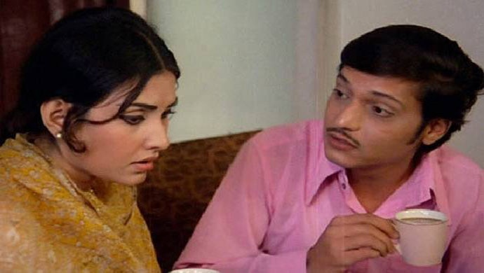 The shy, unassuming hero Palekar would come to stand for debuted with Rajinigandha.