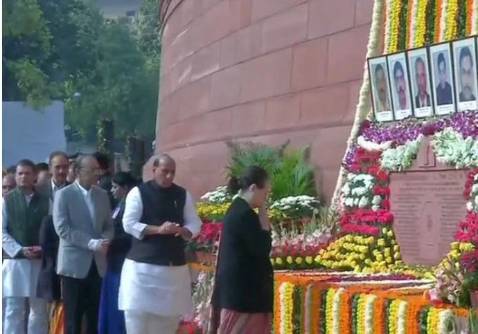 Sonia Gandhi and Rajnath Singh pay respects to the martyrs of the attacks on the 18th anniversary