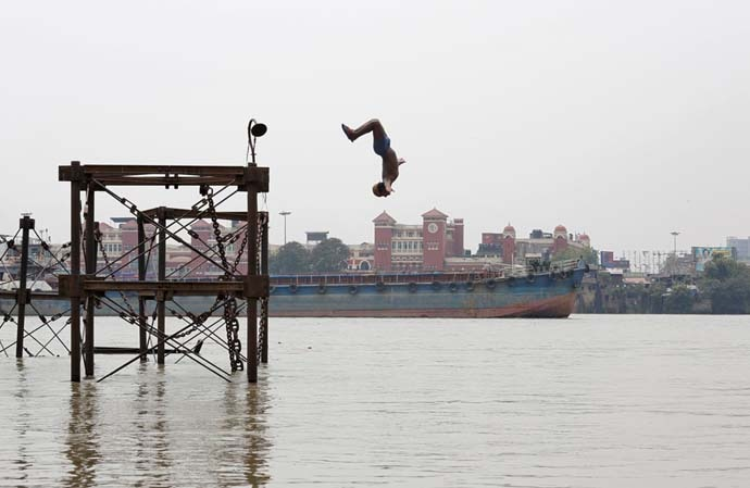 boy-jumps-in-ganga-s_060419043451.jpg