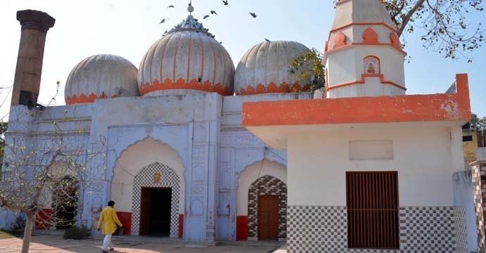 mosque-2-inside_070119031353.jpg