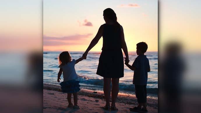 main_1_mom-and-kids_083120014259.jpg