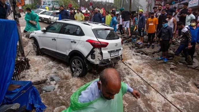 main_himachal-floods_071321061225.jpeg
