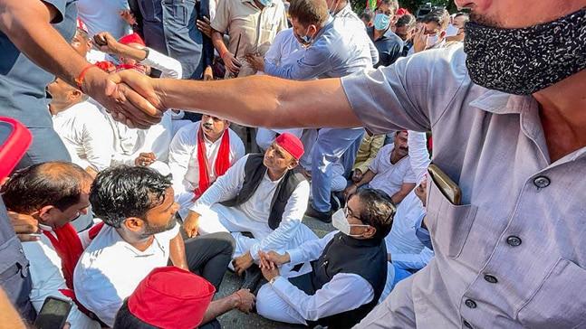 Samajwadi President Akhilesh Yadav on dharna near his residence in Lucknow. Photo: Press trust India