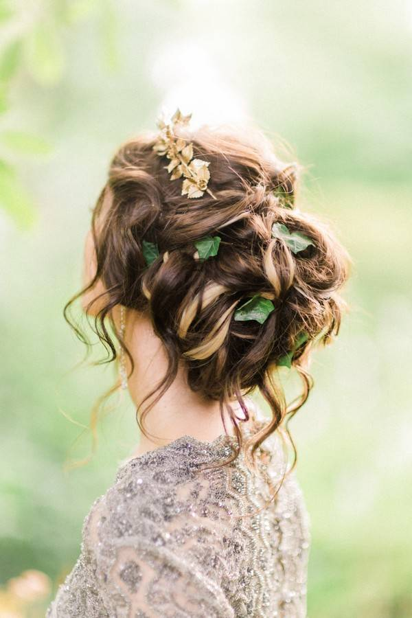 12 Messy Bun Hairstyles For The Minimalist Bride