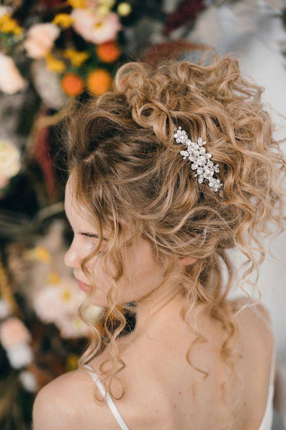 10 Simple Bridal Hairstyles For The Curly Hair Type