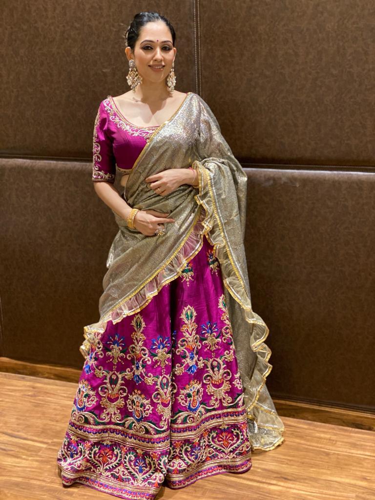Swati, a Neeta Lulla Bride has paired her bridal lehenga with an organza saree