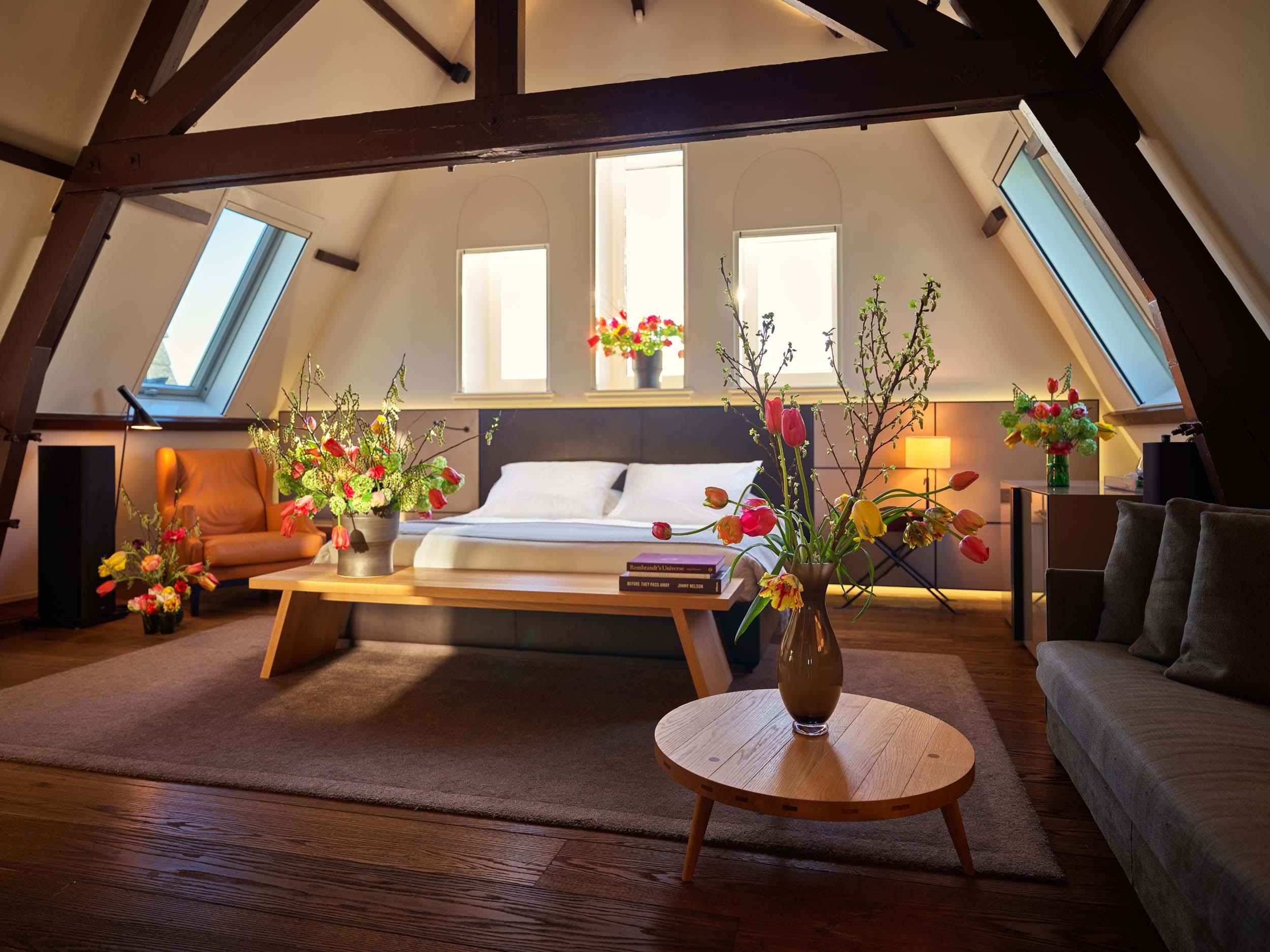 conservatorium-hotel---flower-suite-2_082719083132.jpg