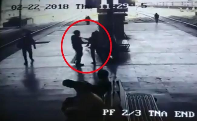 'किस', मुंबई, महिला, पुलिस