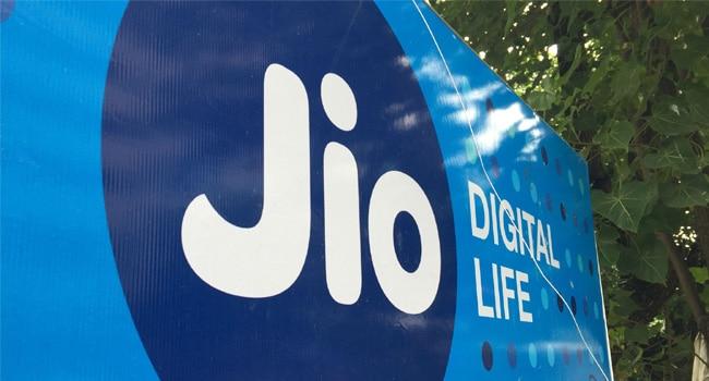 जियो, मुकेश अंबानी, 4G, डेटा, एय़रटेल, वोडाफोन, इंटरनेशनल रोमिंग