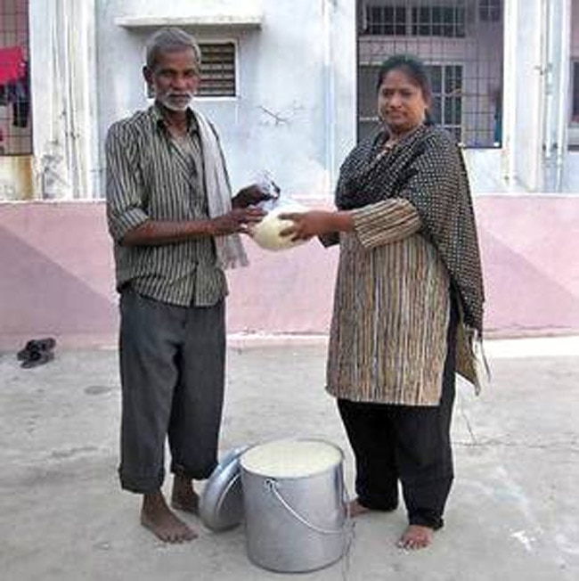 राइस बकेट चैलेंज, केरल बाढ़, सोशल मीडिया, दान
