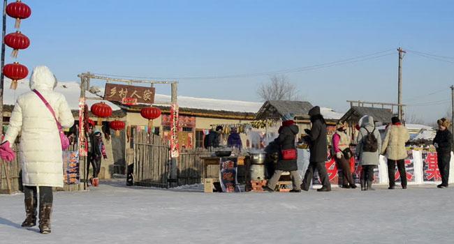 हर्बिन में बाजार, स्कूल, कॉलेज आदि सब सर्दियों में भी आम तरह से ही चलता है, हां अगर मौसम बेहद खराब हो जाए तो यहां स्कूल बंद कर दिए जाते हैं.