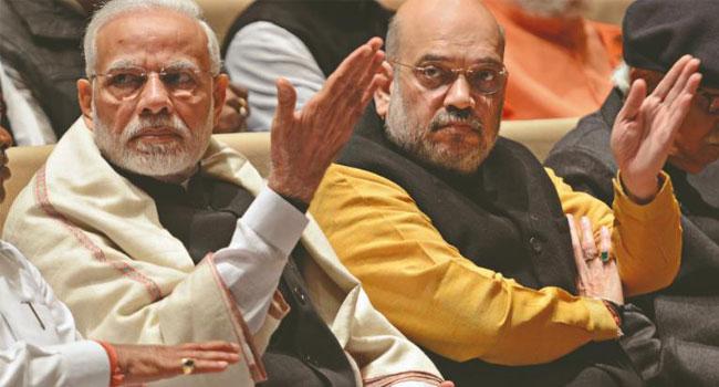 नरेंद्र मोदी के साथ-साथ अमित शाह की भी गद्दी बदल गई.