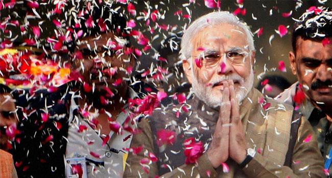 नरेंद्र मोदी को जिताने में 5 कारण अहम रहे जिनकी वजह से मोदी लहर पूरे भारत पर छा गई.