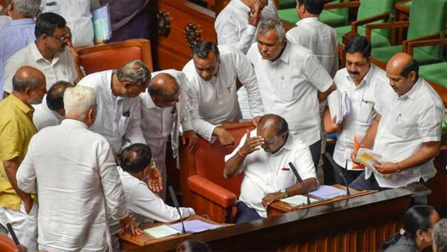 kumaraswamy struggling a lost battle