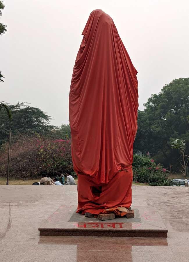 जेएनयू, स्वामी विवेकानंद, मूर्ति, स्लोगन, प्रदर्शन