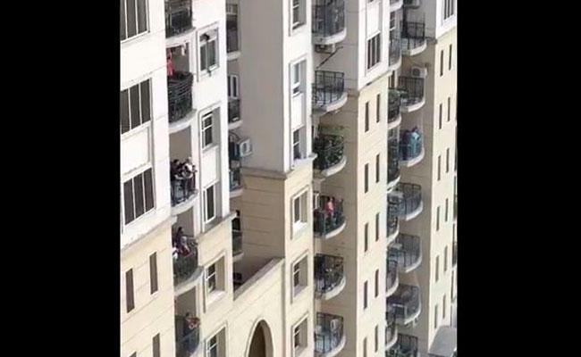 Gurgaon, Viral Video, Balcony, Songs, India