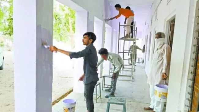 migrant workers paintion at a quarantie centre