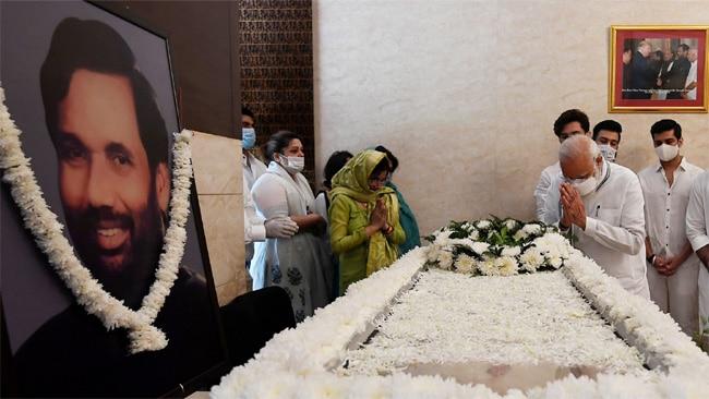 modi pays tributes to paswan