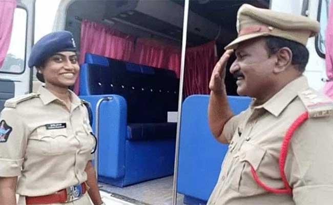 Andhra Pradesh, Viral Photo, Police, Father, Daughter, Job, IPS