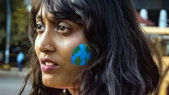 22 वर्षीय पर्यावरण कार्यकर्ता दिशा रवि 'फ्राइडे फॉर फ्यूचर' मुहिम की संस्थापक सदस्यों में शामिल हैं.
