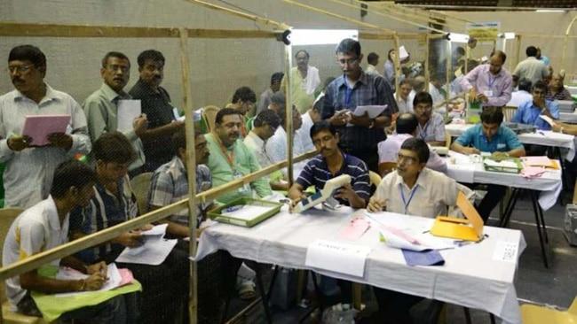 सुप्रीम कोर्ट ने सुनवाई के दौरान कहा कि मतगणना को टालने से आसमान नहीं टूट पड़ेगा.