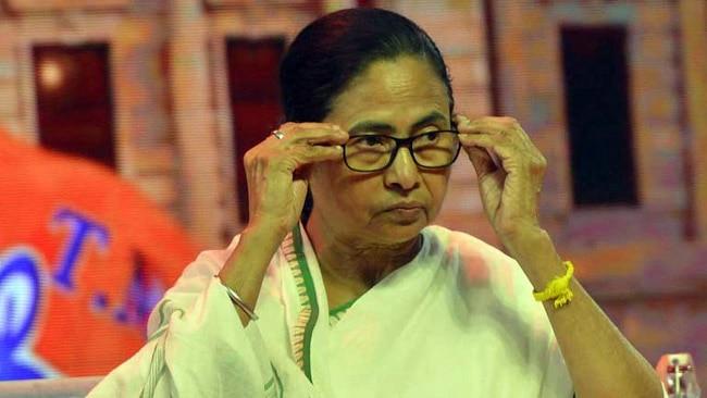पश्चिम बंगाल में विधानसभा चुनाव के नतीजों के बाद शुरू हुई राजनीतिक हिंसा अभी भी बदस्तूर जारी है.